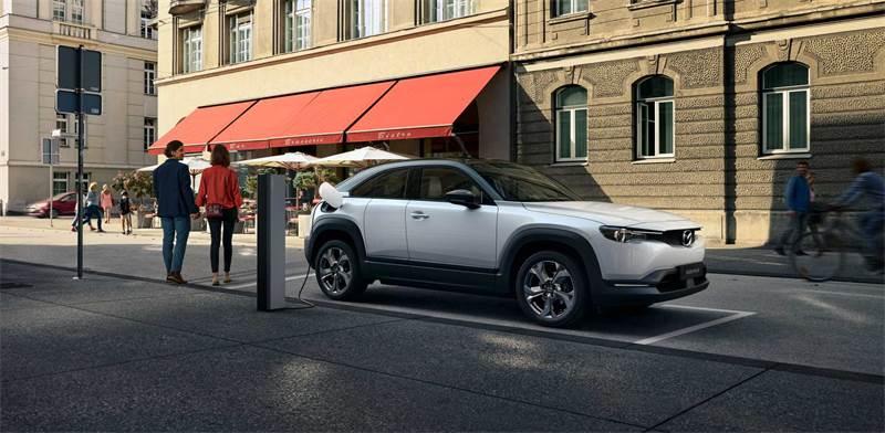 """מאזדה MX-30, הרכב החשמלי הראשון של החברה / צילום: יח""""צ"""