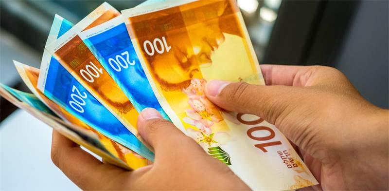 חוק המזומן החדש. הרבה סימני שאלה / צילום: Shutterstock, א.ס.א.פ קריאייטיב