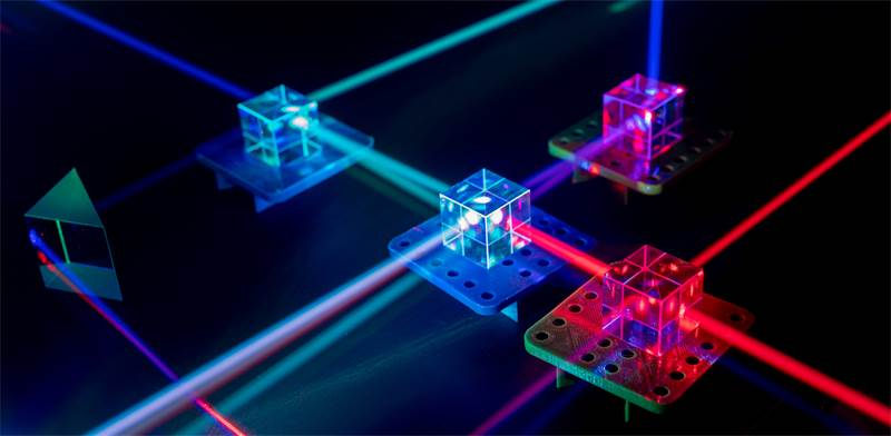 Photonics  / Photo: Shutterstock