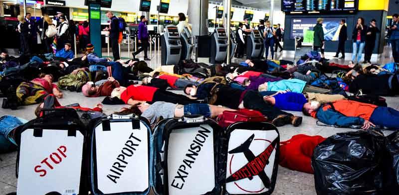 הפגנה של מתנגדי הטיסות בלונדון / צילום: Stay Grounded
