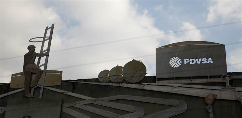 בניין של חברת PdVSA, שבשליטת ממשלת ונצואלה / צילום: Carlos Garcia Rawlins, רויטרס