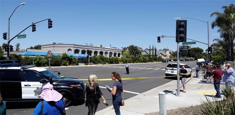 אזור הפיגוע בבית הכנסת בקליפורניה  / צילום: John Gastaldo, רויטרס