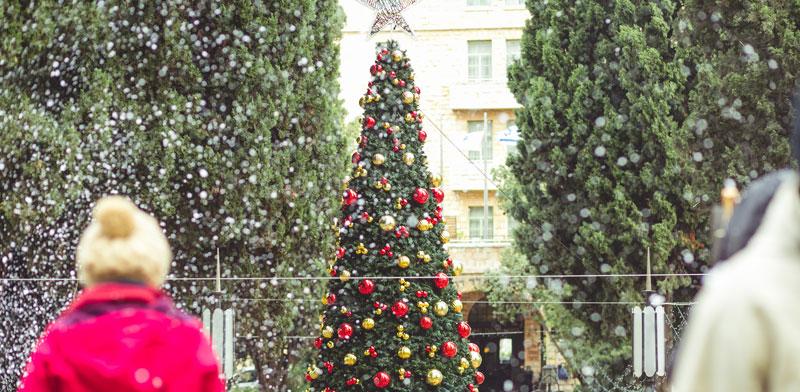 """בניין ימק""""א עוטה חג / צילום: יותם יעקבסון"""