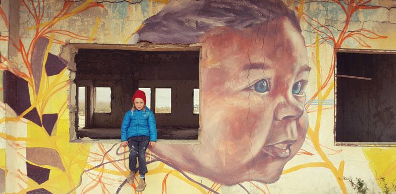 גלריה מינוס 430 בכניסה לחוף קליה, ציורי גרפיטי  / צילום: יותם יעקובסון