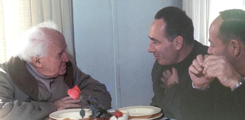 """דוד בן־גוריון ושמעון פרס / צילום: משה מילנר , לע""""מ"""