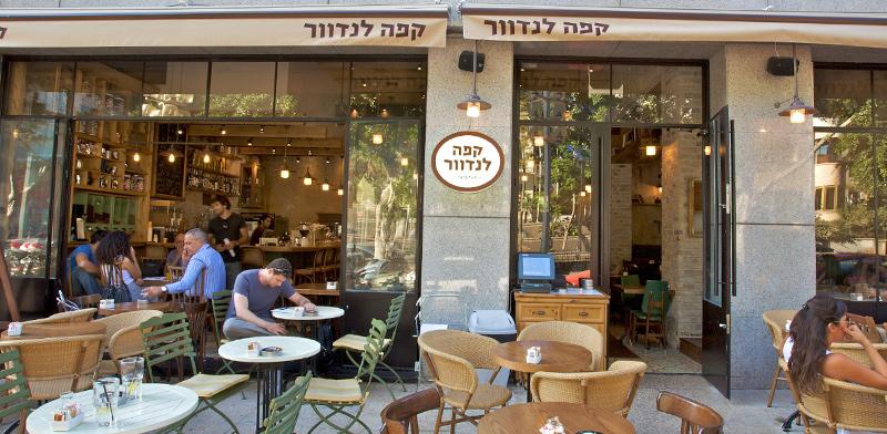 """קפה לנדוור בשדרות רוטשילד בתל-אביב / צילום: יח""""צ"""