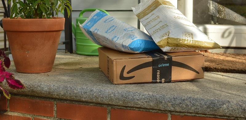 חבילות של  אמזון פריים. הלקוחות דורשים זמן משלוח קצר יותר  / צילום: shutterstock, שאטרסטוק