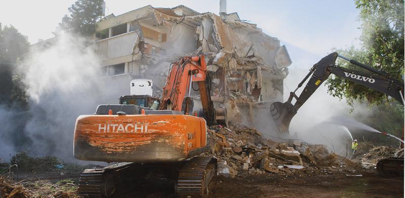 ההריסה במתחם מטרופוליס הרצליה / צילום: אמיר גנון