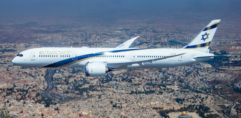 מטוס דרימליינר ירושלים של זהב עובר מעל ירושלים  / צילום: אלבטרוס