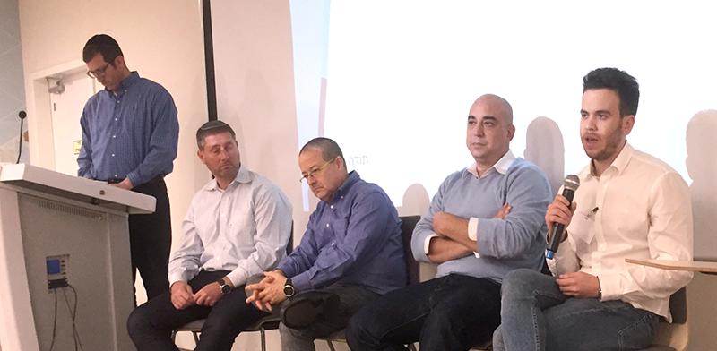 תומר וייס (מימין), אודי אלגרסי, טל אלישיב, חיים שיף וצביקה גרוס בדיון על security tokens במשרדי BDO / צילום: רועי קצירי