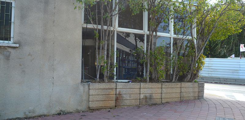 """קיוסק המריבה. 121 מ""""ר ללא הרשאה מהעירייה / צילום: איל יצהר"""