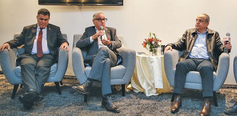 """שרגא ברוש (מימין), אמיר חייק וראול סרוגו. """"סגירת שדה דב תנתק את אילת"""" / צילום: כדיה לוי"""