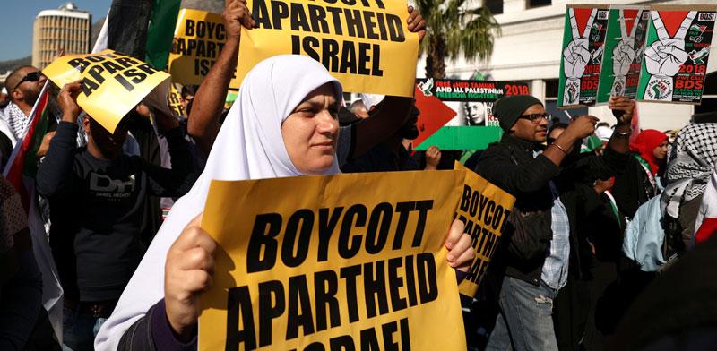 הפגנה אנטי־ישראלית בקייפטאון / צילום: רויטרס, Mike Hutchings