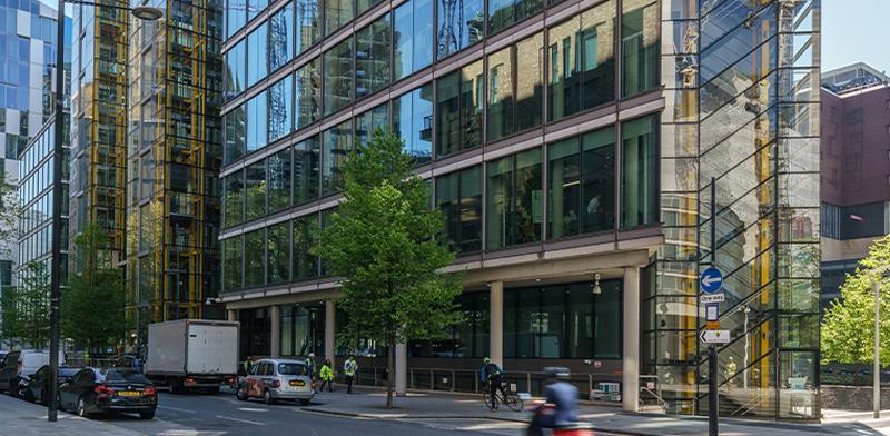 """בנין המשרדים Waterside House שרכשה אלוני חץ בלונדון / צילום: יח""""צ"""