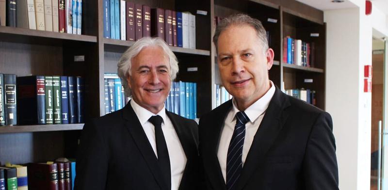 """עורכי הדין אילן בומבך וציון אמיר / צילום: יח""""צ מטה"""
