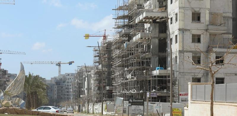 בנייה בנתיבות, בשבוע שעבר / צילום: דייגו מיטלמן