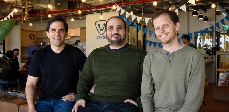 """מימין: אורי אלטר, אסף קרס ונתי דוידי, מייסדי VDOO / צילום: יח""""צ"""