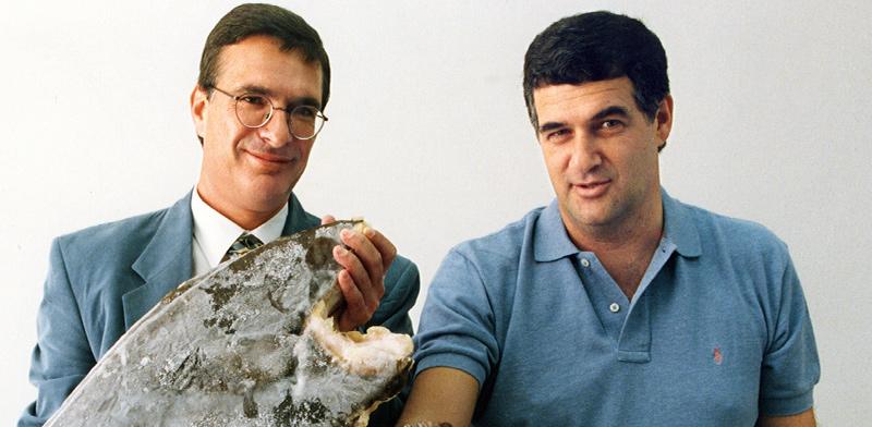 עמי גולדין (משמאל) לצד דודי עזרא, בעלי נטו, בצילום משנות ה־90 / צילום: הראל סטנטון