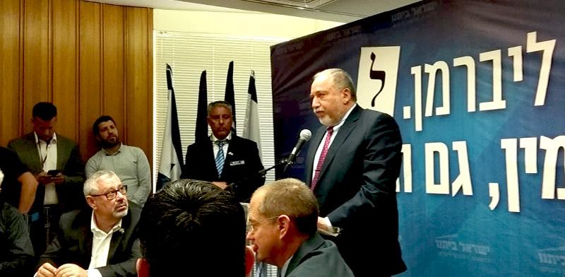 """יו""""ר ישראל ביתנו, אביגדור ליברמן, בישיבת הסיעה היום / צילום: דני זקן"""