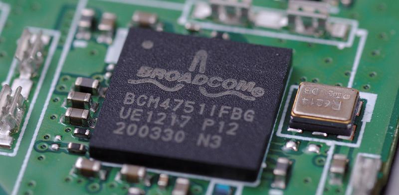 שבב של Broadcom / צילום: shutterstock