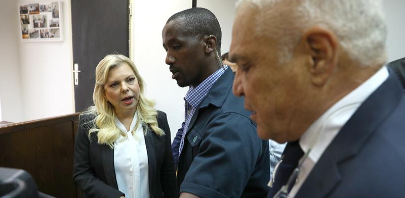 """שרה נתניהו בבית המשפט לקראת הודאה / צילום: אמיר סלמן, """"הארץ"""""""