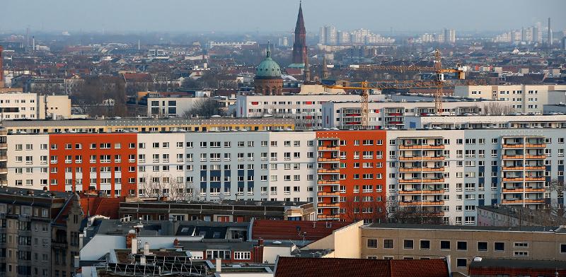בנייני מגורים ברובע קרויצברג בברלין / צילום: Fabrizio Bensch, רויטרס