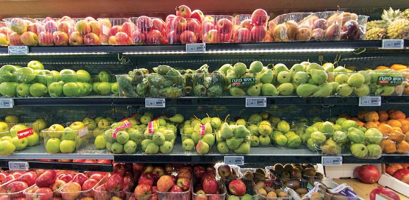 """מדפי פירות של חברת פרייסר עם צגים אלקטרוניים שנראים כמדבקות רגילות / צילום: יח""""צ"""