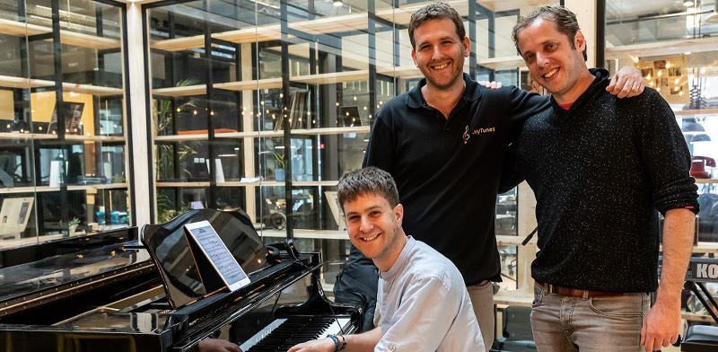 מייסדי JoyTunes מימין לשמאל: רועי איציקובסקי, יובל קמינקא ויגאל קמינקא / צילום: אור פז