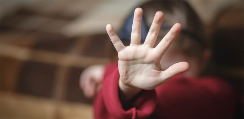 להפסיק את הפגיעה בילדים / צילום: שאטרסטוק