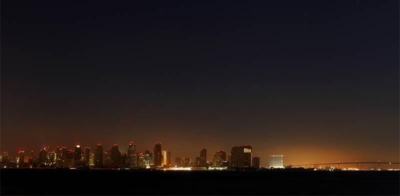 סן דייגו מוחשכת / צילום: מייק בלייק, רויטרס