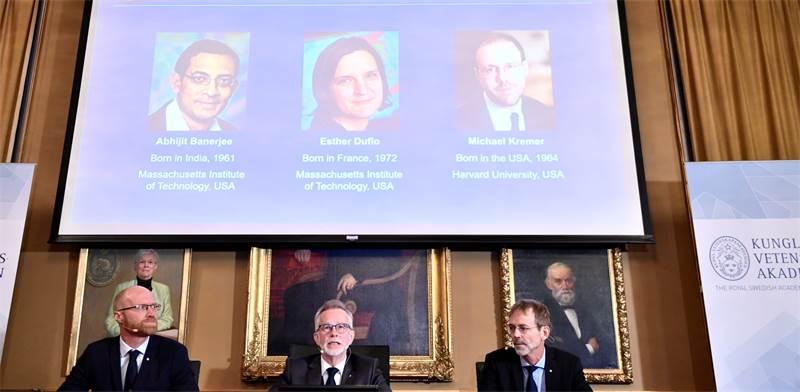 ההכרזה על הזוכים בפרס נובל לכלכלה 2019: אסתר דופלו, אבהיג'יט באנרג'י ומייקל קרמר  / צילום:  Karin Wesslen/TT News Agency/via REUTERS