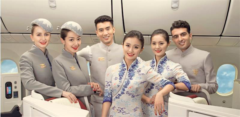 מדי חברת התעופה כיכבו בשבוע האופנה בפריז ב-2017/צילום: Hainan Airlines