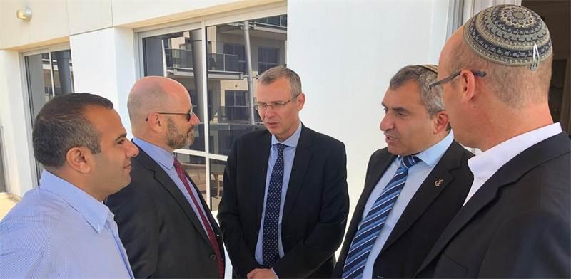 """יריב לוין וזאב אלקין בפגישה עם חברי כחול לבן / צילום: הליכוד, יח""""צ"""