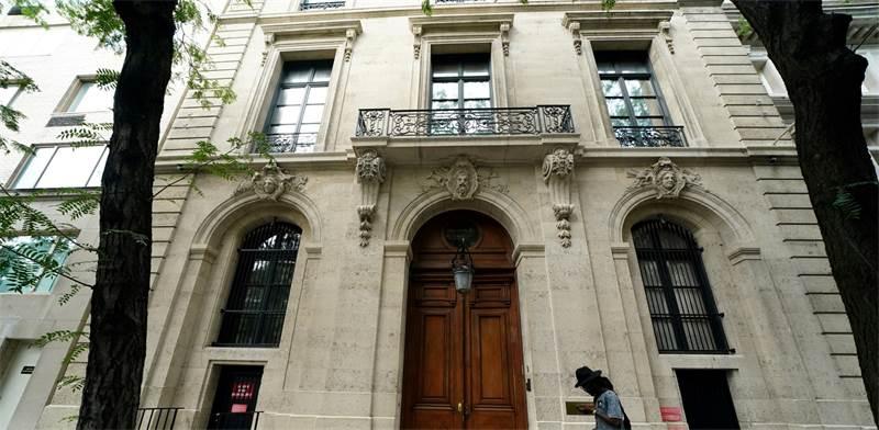 חזית ביתו של ג'פרי אפשטיין המנוח בניו יורק. הותיר עיזבון של חצי מיליארד דולר / צילום: קרלו אלגרי, רויטרס