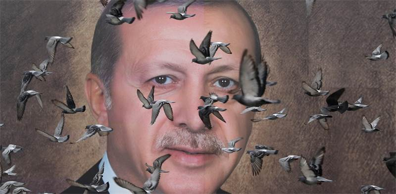 פוסטר של הנשיא ארדואן תלוי ברחובות טורקיה/ צילום: Goran Tomasevic, רויטרס