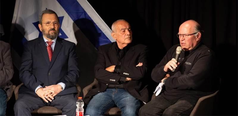עוזי ארד, דן חלוץ ואהוד ברק / צילום: מקסים דינשטיין