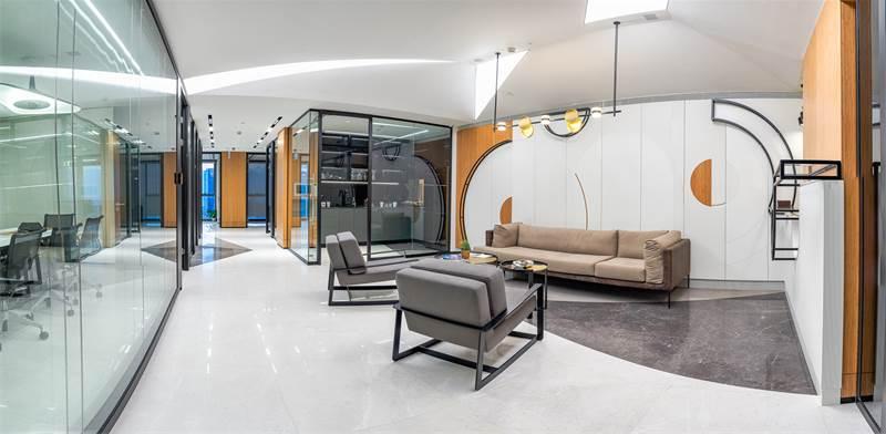 """משרדי WEBIZ במגדלי אלון בת""""א. מותאמים לבעלי מקצועות חופשיים, המחפשים יוקרה / צילום: אריה בורלא"""