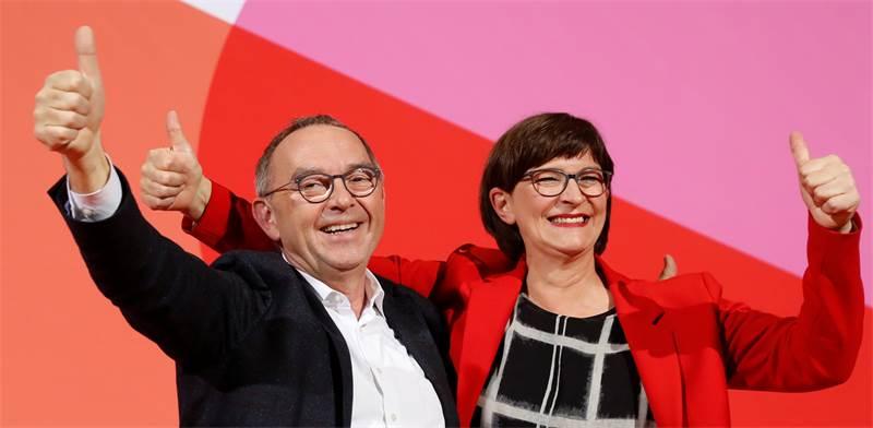 """נורברט ואלטר-בוריאנס וססקיה אסקן, היו""""רים החדשים של המפלגה הסוציאל-דמוקרטית / צילום: פבריציו בנש, רויטרס"""