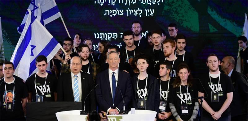 בני גנץ, משה יעלון ופעילי חוסן לישראל באירוע הבחירות הראשון של המפלגה / צילום: שלומי יוסף