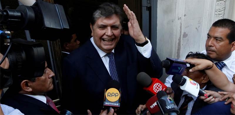 נשיא פרו לשעבר אלאן גרסיה מדבר עם התקשורת / צילום: REUTERS/Guadalupe Pardo/File Photo