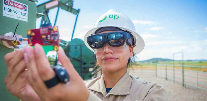 BP technician uses Fieldbit's glasses Photo: BP