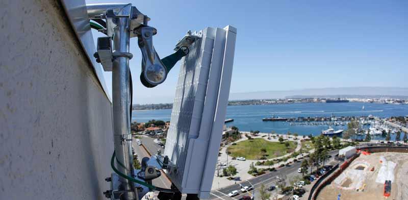 אנטנת 5G  שהותקנה בסן דייגו, קליפורניה / צילום: רויטרס, Mike Blake