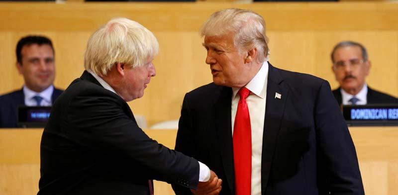 """נשיא ארה""""ב דונלד טראמפ  ומקבילו הבריטי בוריס ג'ונסון / צילום: רויטרס, KEVIN LAMARQUE"""