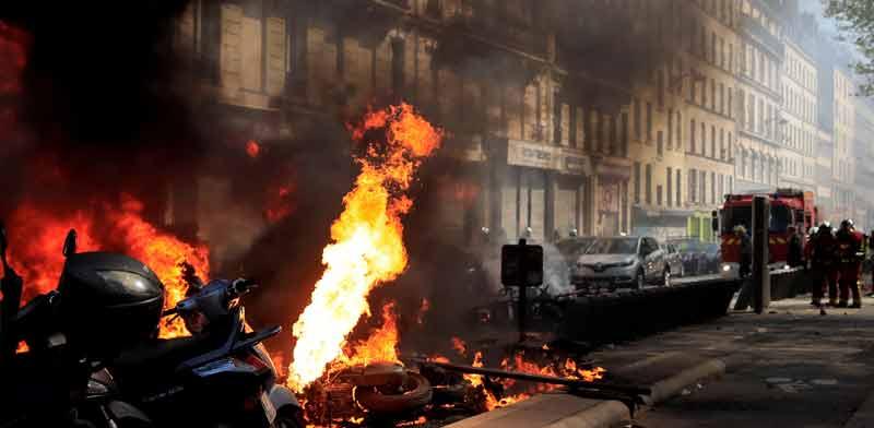 """מחאת """"האפודים הצהובים"""" בפריז,/צילום: רויטרס Gonzalo Fuentes ,"""