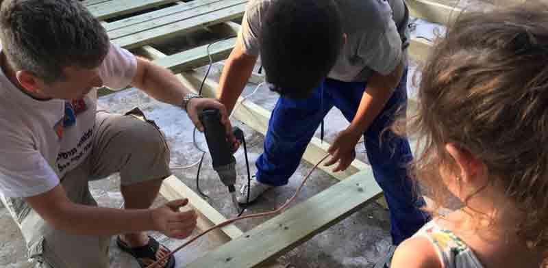בניית נקודת המפגש בהדר יוסף / צילום: באדיבות הדס יונס