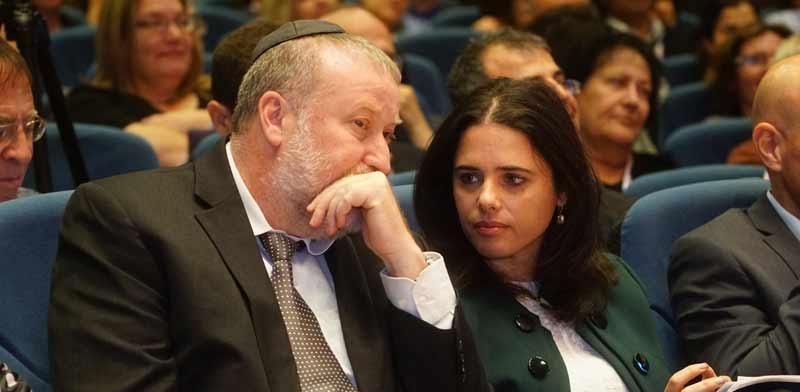 איילת שקד ואביחי מנדלבליט / צילום: ערן גילווארג