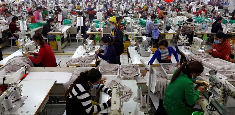 מפעל טקסטיל בבנגלדש / צילום: רויטרס