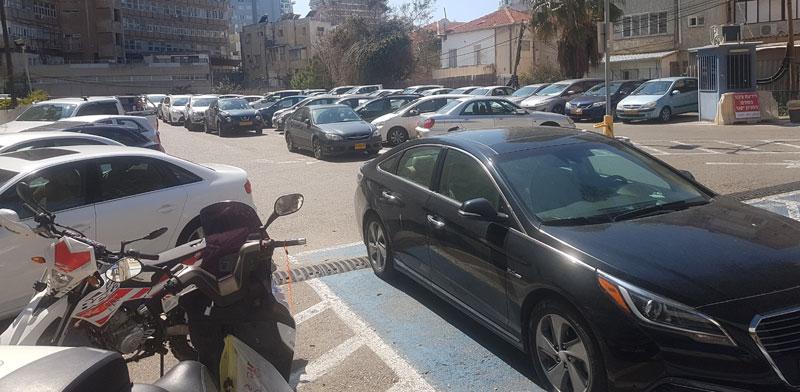 המגרש ברחוב בוגרשוב 14 תל-אביב / צילום: איל יצהר