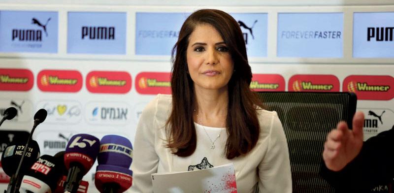 אלונה ברקת במסיבת עיתונאים / צילום: דייאגו מיטלברג