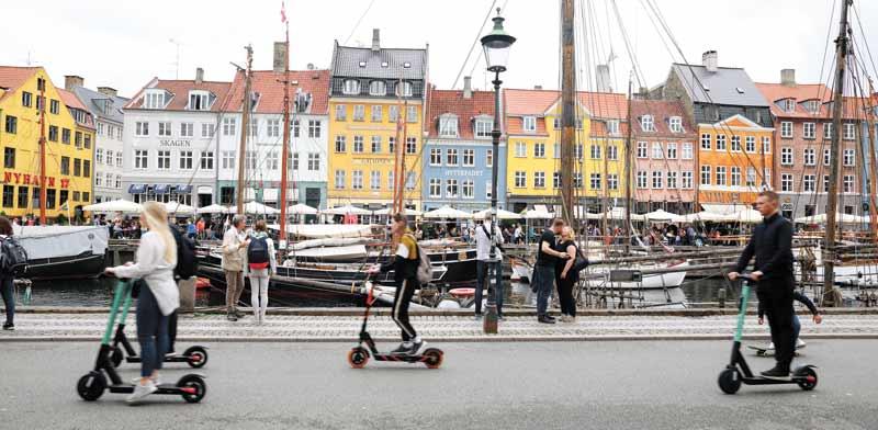 רוכבי קורקינטים בקופנהגן/ צילום:  Shutterstock